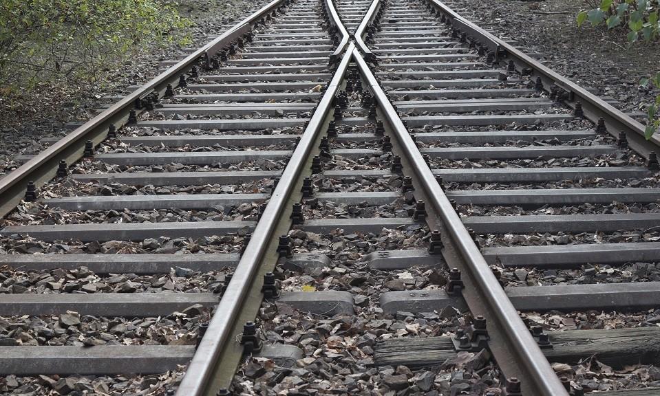 splitting railroad, double-track railroad, rail tracks